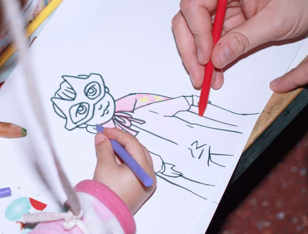 Dibujando una niña superheroe