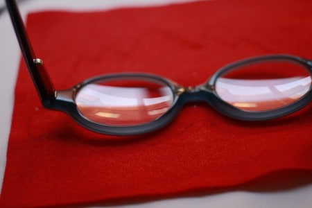 antifaz de fieltro para gafas