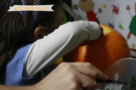hacer calabaza de halloween con niños 4