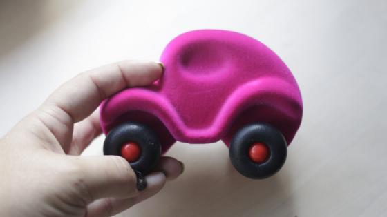 coche de goma rubbabu